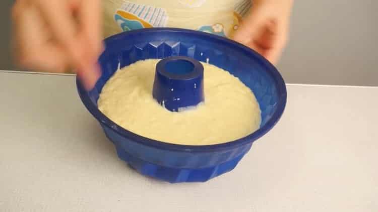 Для приготовления творожного кекса в духовке подготовьте форму