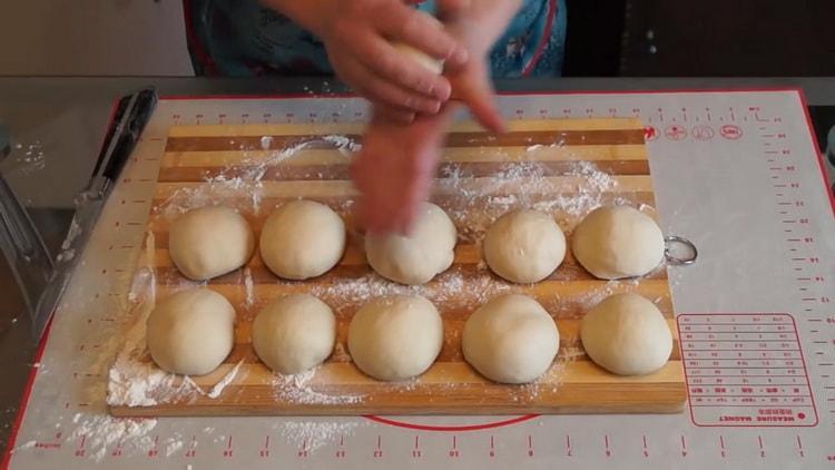 Для приготовления теста для плюшек подготовьте ингредиенты
