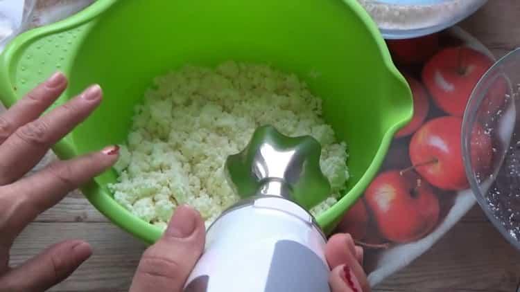 Для приготовления теста для рогаликов подготовьте ингредиенты