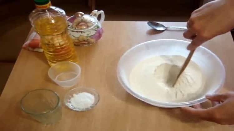 Для приготовления теста для чебуреков подготовьте ингредиенты