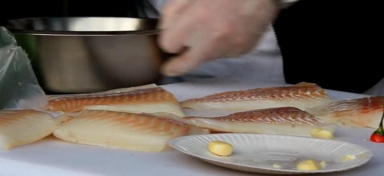 Для приготовления трески в фольге в духовке подготовьте ингредиенты