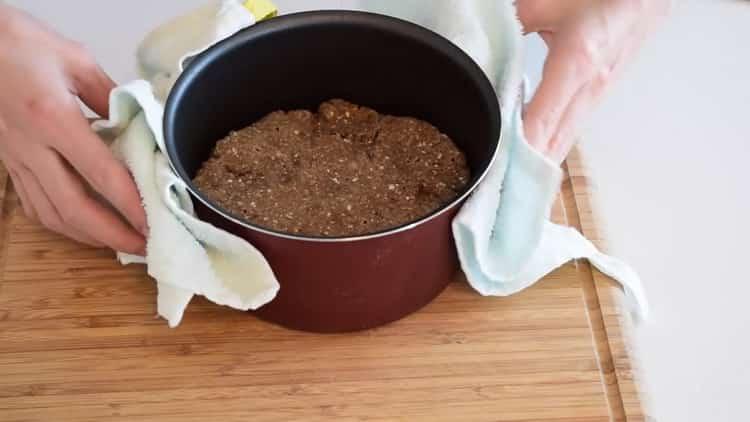 Для приготовления хлеба на кефире разогрейте духовку