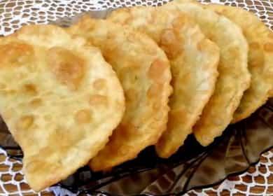Вкусные и хрустящие чебуреки с сыром и зеленью