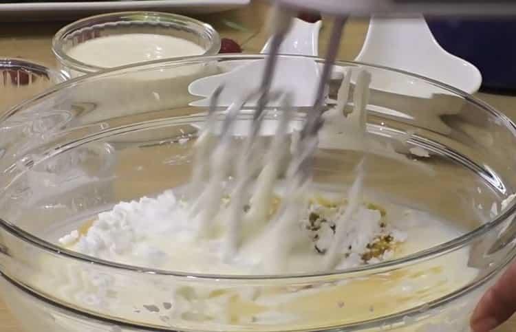 Для приготовления чизкейка нью-йорк соедините ингредиенты