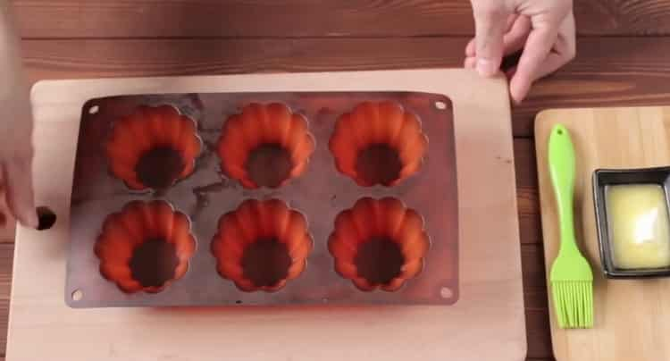 Для приготовления шоколадных кексов подготовьте форму