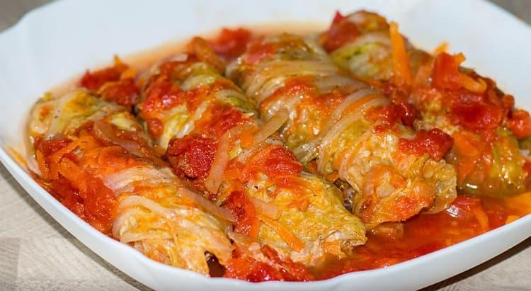 Голубцы из пекинской капусты получаются очень нежными и мягкими.