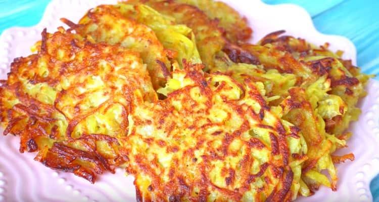 Вкусные картофельные драники готовы.