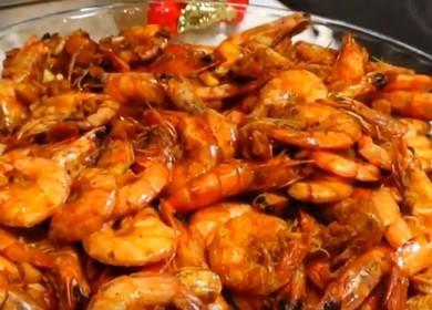 Готовим креветки, жареные в соевом соусе по пошаговому рецепту с фото.