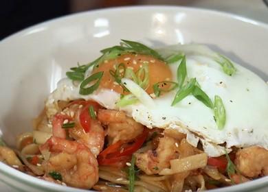 Лапша с креветками, овощами и яйцом — ароматно, вкусно и полезно 🍤