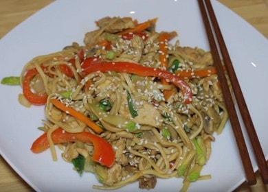 Лапша удон с курицей и овощами — очень простое и вкусное блюдо азиатской кухни 🍝