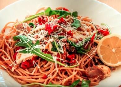 Ароматная паста по-итальянски с тунцом, ливками, помидорами и каперсами: готовим по рецепту с фото.