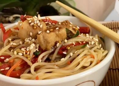 Рисовая лапша с курицей и овощами вкусно и полезно 🍝