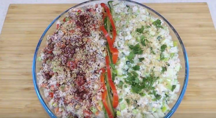 Салат с перцем посыпаем паприкой, а тот, который с огурцом, украшаем измельченной зеленью.