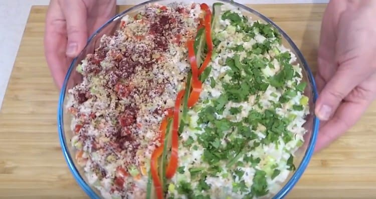 Вот такой оригинальный салат с курицей и сельдереем у нас получился.
