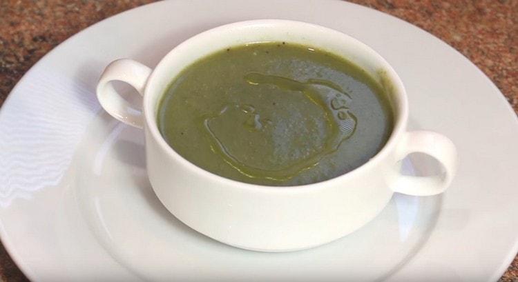 нежный крем-суп со шпинатом готов.