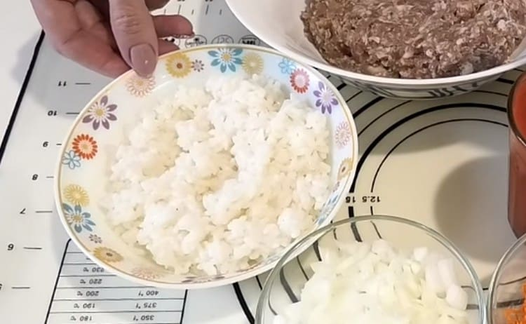 Заранее отвариваем рис.