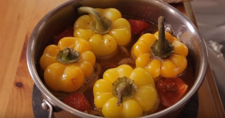 Теперь вы знаете замечательный рецепт, чтобы приготовить фаршированный перец по-новому.