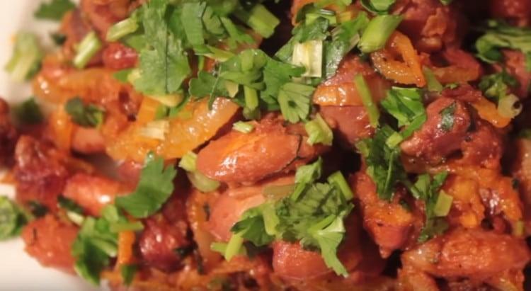 Красная фасоль, приготовленная по такому рецепту, получается вкусной и питательной.