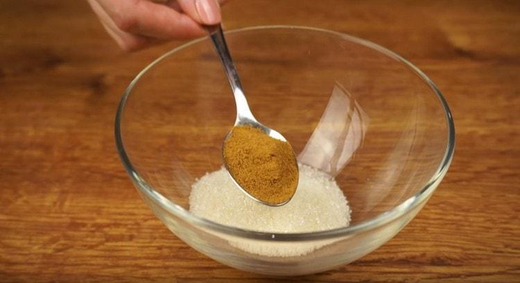 Отдельно смешиваем сахар, молотый миндаль и корицу.
