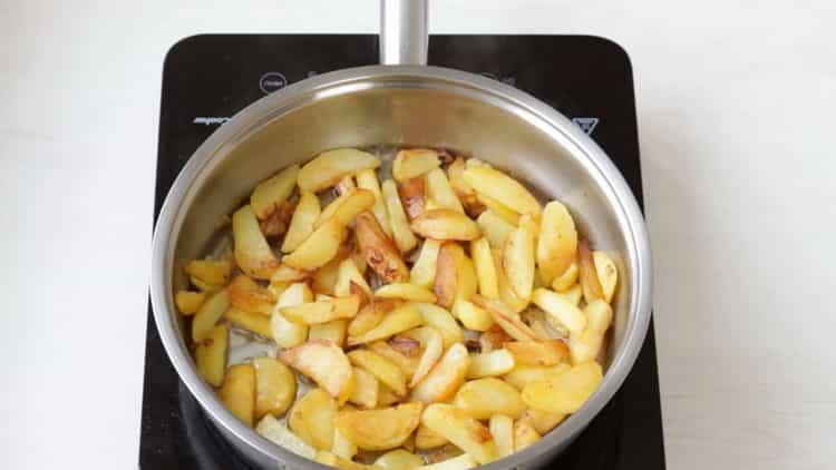 Для приготовления азу добавьте картофель