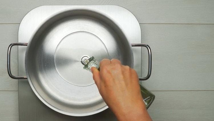 Для приготовления азу смешайте ингредиенты