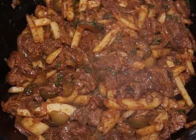 Азу по-татарски из говядины с солеными огурцами в казане — рецепт на ужин 🍲