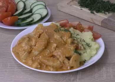Бефстроганов из куриных грудок в томатно-сметанном соусе 🍲