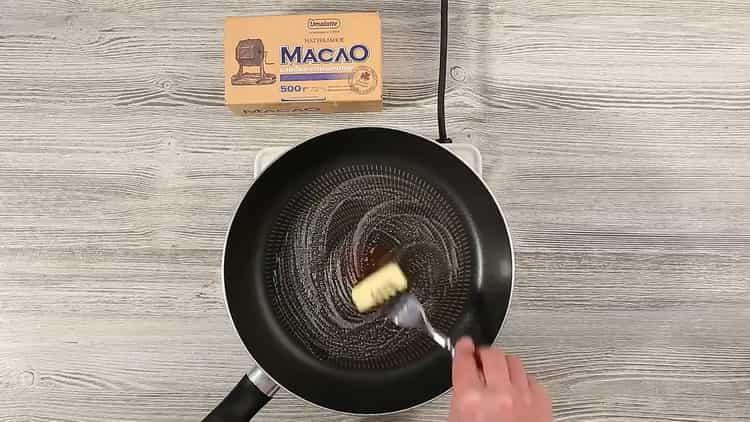 Для приготовления торта подготовьте сковородку