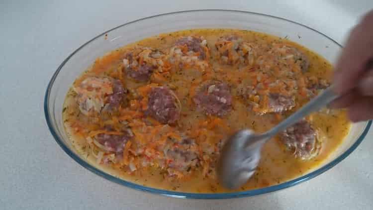 Для приготовления блюда, залейте соусом