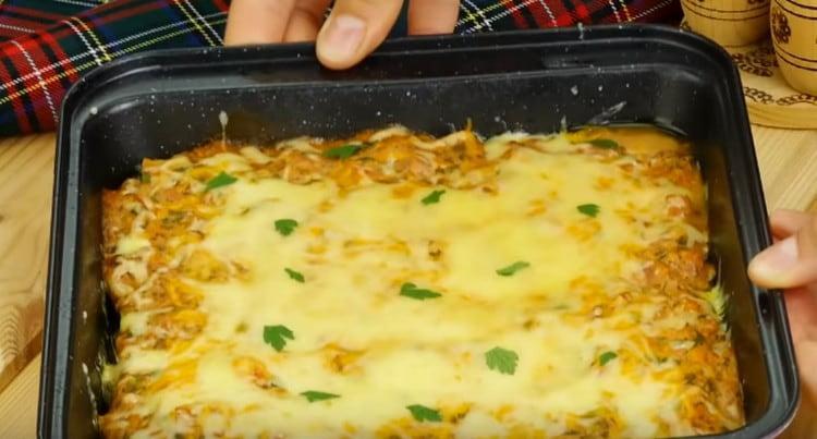 Голубцы в духовке в томатно-сметанном соусе готовы.