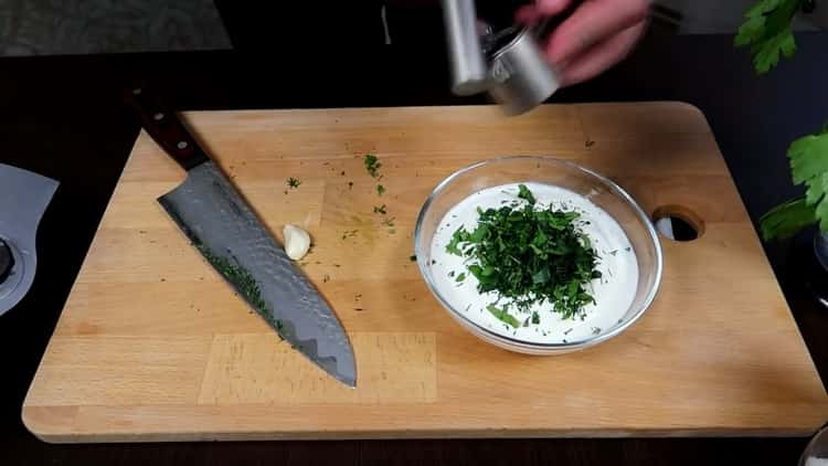Для приготовления драников приготовьте соус