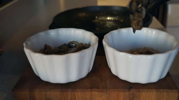 Жульен из шампиньонов и куриной грудки - самый вкусный и простой рецепт