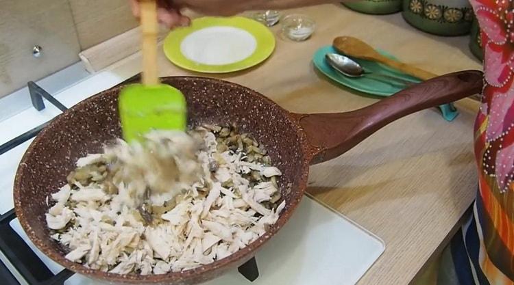 Для приготовления жульена нарежьте мясо