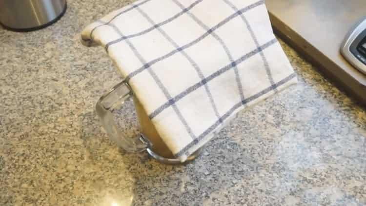 Для приготовления чая накройте чашку салфеткой