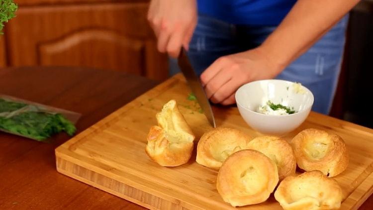 Для приготовления пудинга, нарежьте зелень