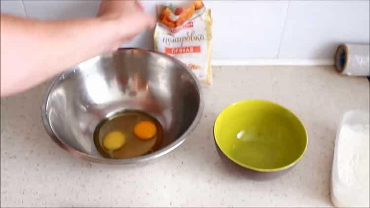 Для приготовления колец кальмара подготовьте ингредиенты