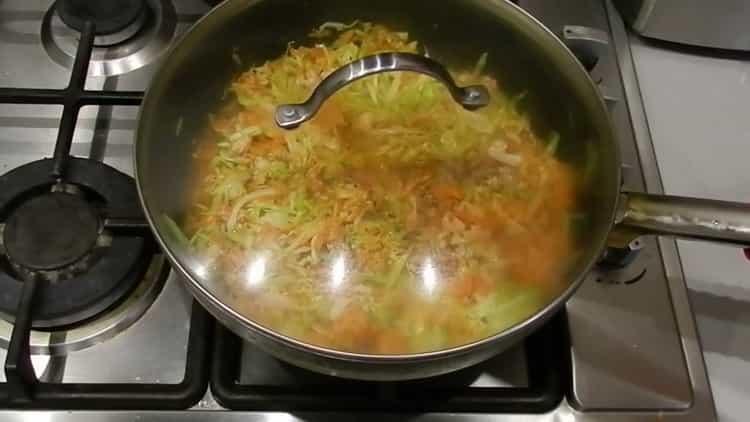 Для приготовления лазаньи потушите ингредиенты