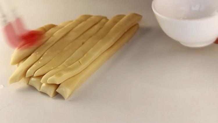 Для приготовления лапши для лагмана подготовьте ингредиенты