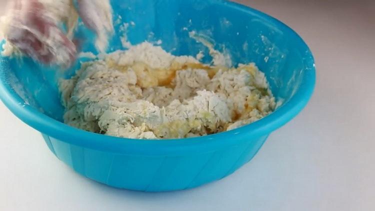 Для приготовления лапши для лагмана приготовьте тесто