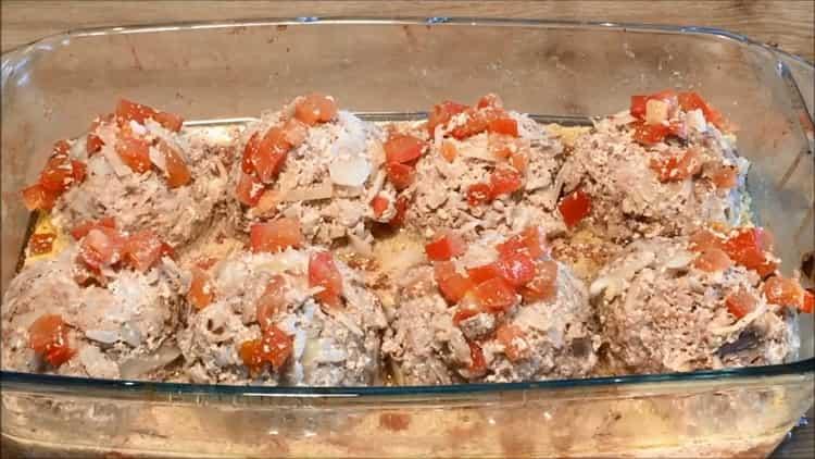 Вкусные ленивые голубцы с капустой рисом и фаршем в сметанно-помидорном соусе