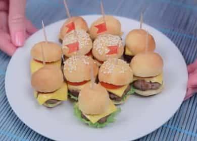 Мини-бургеры — это и закуска, и фастфуд, и безумно симпатичные канапе 