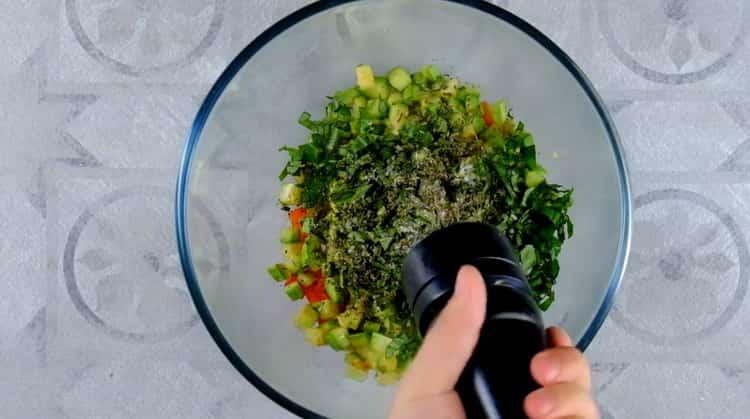 Для приготовления овощной лазаньи смешайте ингредиенты