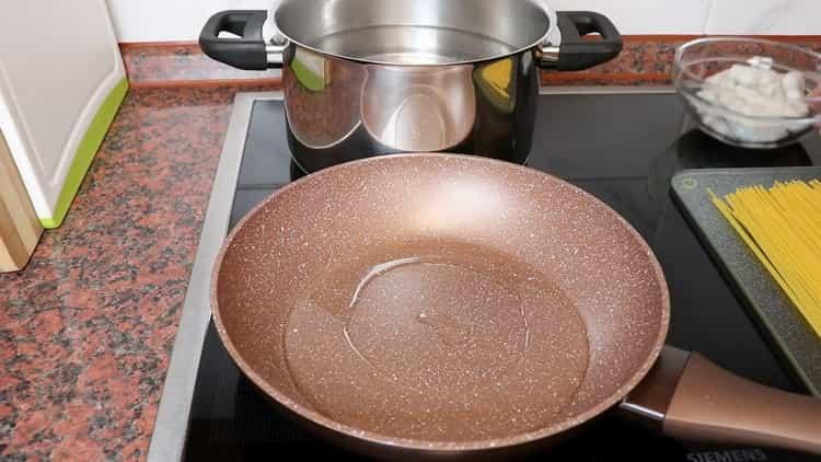 Для приготовления пасты. подготовьте ингредиенты
