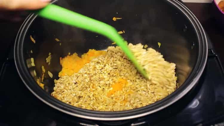Для приготовления блюда добавьте крупу