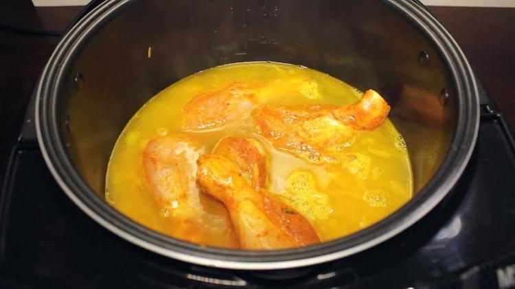 Для приготовления блюда добавьте мясо