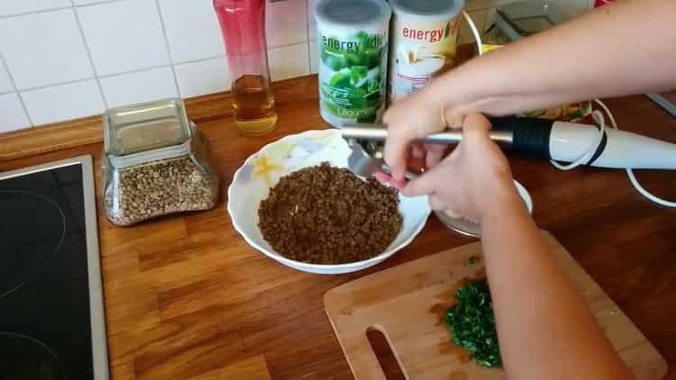 Для приготовления пюре нарежьте зелень