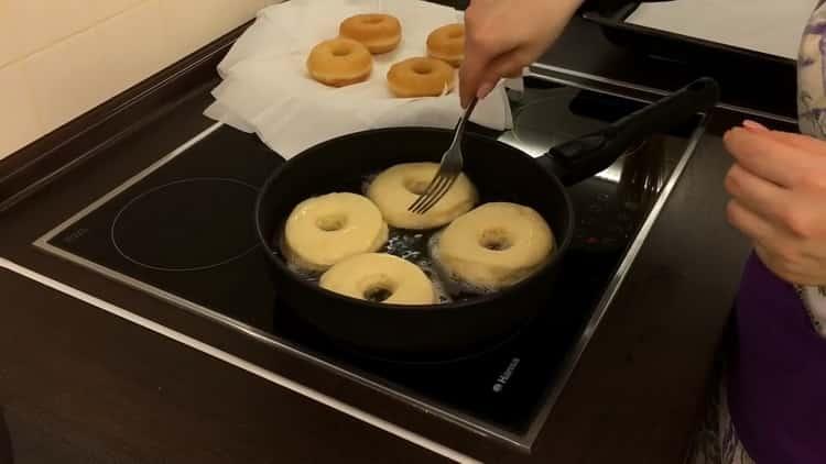 Для приготовления американских пончиков обжарьте заготовки