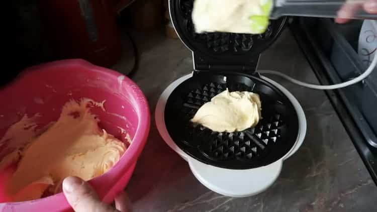 Для приготовления вафель подготовьте вафельницу