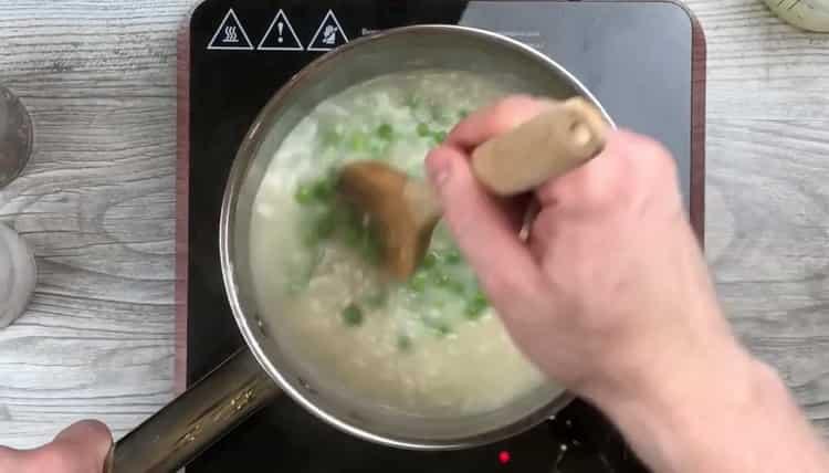 Для приготовления ризотто добавьте зеленый горошек
