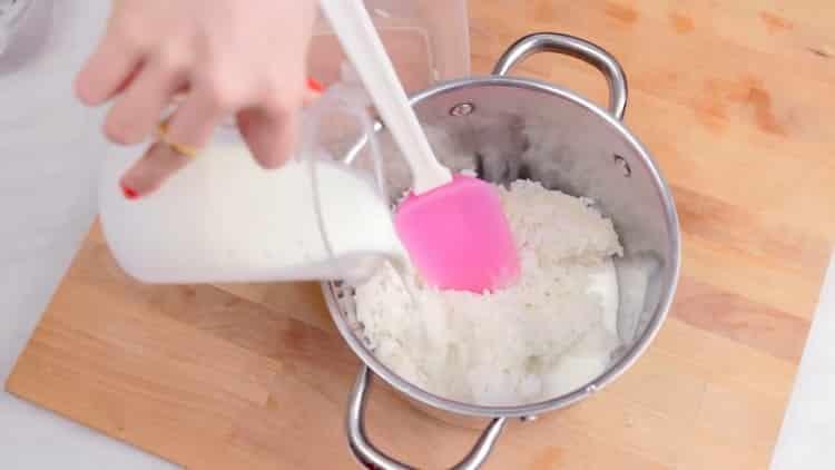 Для приготовления пудинга отварите рис